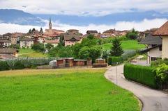 Bella vista del villaggio di Smarano in alpi italiane Fotografia Stock