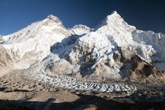 Bella vista dell'Everest, di Lhotse e di Nuptse Immagine Stock