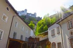 Bella vista dell'orizzonte di Salisburgo con Festung Hohensalzburg di estate, Salisburgo, Austria Fotografia Stock