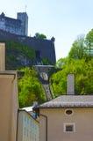Bella vista dell'orizzonte di Salisburgo con Festung Hohensalzburg di estate, Salisburgo, Austria Fotografia Stock Libera da Diritti