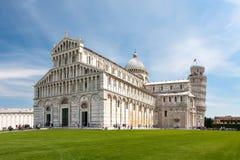 Bella vista della cattedrale e della torre di Pisa Immagini Stock
