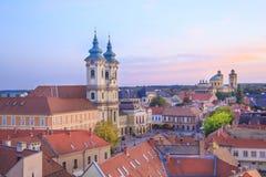 Bella vista della chiesa di Minorit e del panorama della città di Eger, Ungheria Fotografia Stock