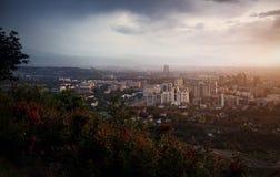 Bella vista della città di Almaty da Koktobe Immagini Stock