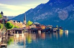 Bella vista della città di Hallstatt e del lago alpini Hallstattersee Salzkammergut, Austria Fotografia Stock