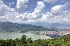 Bella vista della città di Pokhara Immagini Stock Libere da Diritti