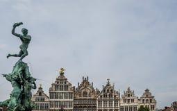 Bella vista della fontana di Brabo nel Grote Markt, Anversa, Belgio fotografia stock