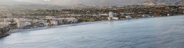 Bella vista della linea costiera di Altea, Spagna Immagini Stock