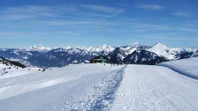 Bella vista della montagna del cielo nei alpes francesi Fotografia Stock