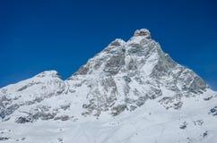 Bella vista della montagna innevata il Cervino dal lato dell'Italia Immagine Stock Libera da Diritti
