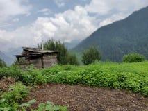 Bella vista della natura con le montagne immagine stock libera da diritti
