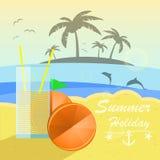 Bella vista della spiaggia con le arance ed il succo Fotografie Stock