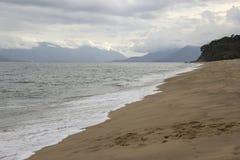 Bella vista della spiaggia di Caraguatatuba, costa del nord dello stato Fotografia Stock Libera da Diritti
