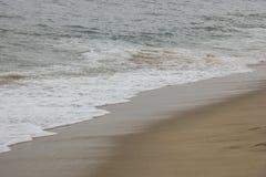 Bella vista della spiaggia di Caraguatatuba, costa del nord dello stato Fotografie Stock Libere da Diritti