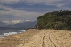 Bella vista della spiaggia di Caraguatatuba, costa del nord dello stato Fotografia Stock