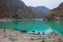 Bella vista della strada principale di Karakoram del lago del attabad immagine stock