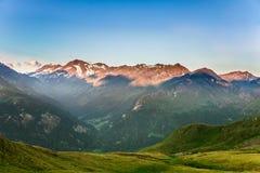 Bella vista delle alpi di mattina Immagine Stock