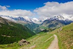 Bella vista delle alpi svizzere Fotografie Stock Libere da Diritti