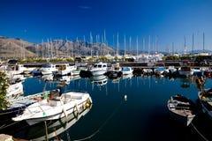 Bella vista delle barche e degli yacht ancorati Immagini Stock Libere da Diritti