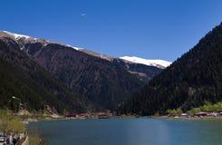 Bella vista delle montagne e del lago Uzungol in Turchia Fotografia Stock