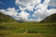 Bella vista delle montagne e delle nubi Immagini Stock