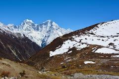 Bella vista delle montagne himalayane vicino al villaggio di Machhermo Immagine Stock Libera da Diritti
