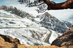 Bella vista di inverno della montagna della neve Immagine Stock Libera da Diritti