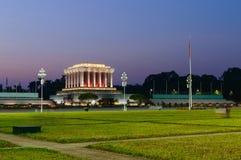 Bella vista di notte del mausoleo di Ho Chi Min Fotografia Stock