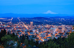 Bella vista di notte di Portland, Oregon Fotografia Stock