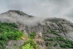 Bella vista di paesaggio e del paesaggio del fiordo in un giorno nuvoloso, Norvegia Immagini Stock
