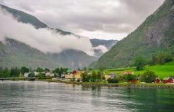 Bella vista di paesaggio e del paesaggio del fiordo in un giorno nuvoloso, Norvegia Fotografia Stock Libera da Diritti
