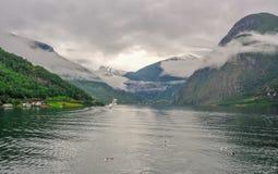 Bella vista di paesaggio e del paesaggio del fiordo in un giorno nuvoloso, Norvegia Fotografie Stock