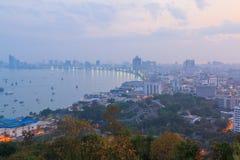 Bella vista di paesaggio urbano e del cielo di Pattaya a tempo la mattina, Tha Immagine Stock Libera da Diritti