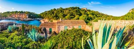 Bella vista di panorama alla spiaggia sull'isola di Maiorca, baia idilliaca del ` Almunia, Spagna di Cala S Fotografia Stock Libera da Diritti