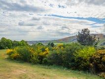 Bella vista di Seat di Arthur a Edimburgo, Scozia, Regno Unito dalla collina di Calton fotografie stock libere da diritti