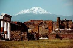 Bella vista di vesuvio da Pompei immagine stock libera da diritti