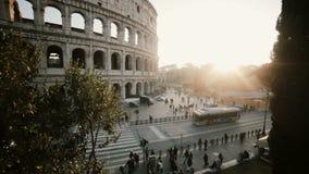 Bella vista panoramica del Colosseum a Roma, Italia Paesaggio di tramonto con costruzione storica Fermi il moto archivi video