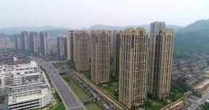 Bella vista panoramica del guacnzhou dall'aria, sorvolando le costruzioni e la strada Sorvolare il fiume di Guangzhou video d archivio