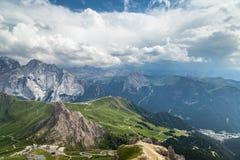 Bella vista panoramica delle alpi italiane delle dolomia Il Tirolo del sud Immagini Stock