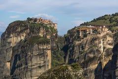 Bella vista scenica del monastero ortodosso nelle montagne della Grecia Immagini Stock