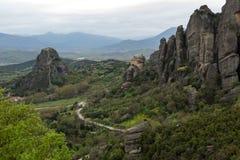 Bella vista scenica del monastero ortodosso nelle montagne della Grecia Immagini Stock Libere da Diritti