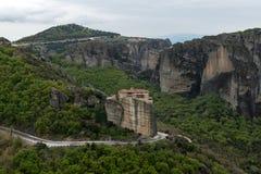 Bella vista scenica del monastero ortodosso nelle montagne della Grecia Immagine Stock Libera da Diritti