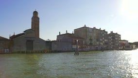 Bella vista sul canale a Venezia dalla barca, riflessioni del sole su acqua video d archivio