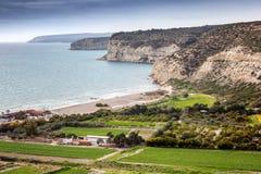 Bella vista sul mare, costa rocciosa del mar Mediterraneo sul Fotografia Stock