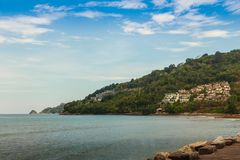 Bella vista sul mare della vista della baia e del capo con la montagna, mare, briciolo Immagine Stock
