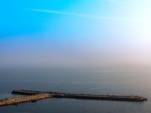 Bella vista sul mare fantastica di tramonto con la linea disapp di orizzonte Fotografia Stock