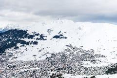 Bella vista sulla valle nella stazione sciistica in alpi svizzere Fotografie Stock Libere da Diritti