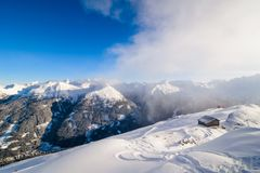 Bella vista sulle alpi dalla cima Immagine Stock