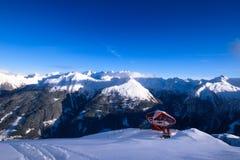 Bella vista sulle alpi dalla cima Fotografia Stock