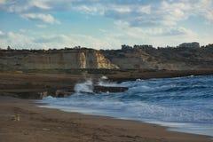 Bella vista uguagliante delle scogliere sulla spiaggia di Toxeftra Penisola di Akamas immagine stock libera da diritti
