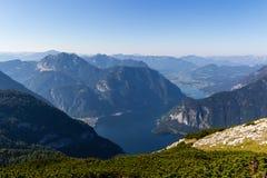 Bella visualizzazione delle alpi dalla montagna di Dachstein, 5 dita che osservano piattaforma, Austria Immagine Stock